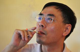Отец-изобретатель электронной сигареты 042